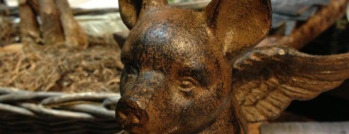 Hog Tails BBQ is one of สถานที่ที่บันทึกไว้ของ Mitchell.