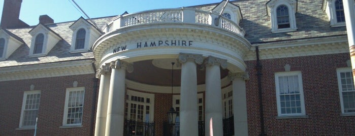 New Hampshire Building at The Big E is one of Lugares favoritos de Lindsaye.