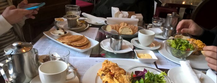 New York Café is one of Veronikaさんのお気に入りスポット.