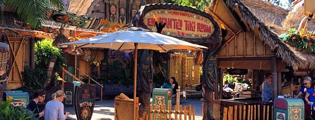 Walt Disney's Enchanted Tiki Room is one of Posti che sono piaciuti a Mark.