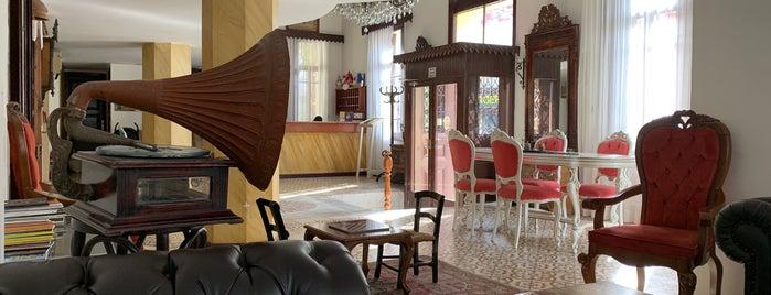 Antik Beyazıt Hotel is one of Tempat yang Disukai Recep.