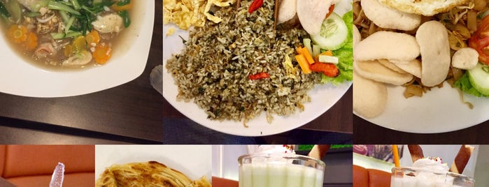 Food Paradise-Singapore's Delights @Teras Yasmin is one of Iyanさんのお気に入りスポット.