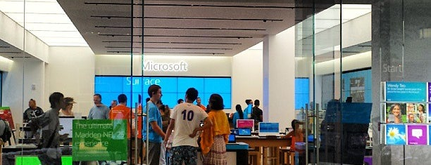 Microsoft Store is one of สถานที่ที่ Kyusang ถูกใจ.