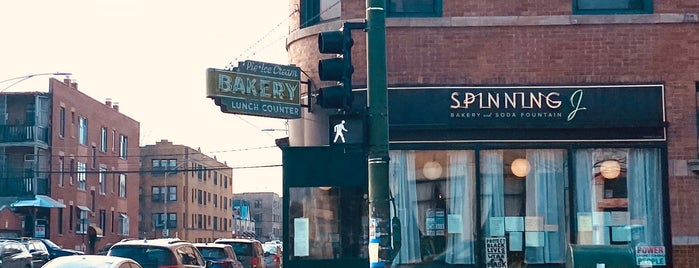 Spinning J Bakery and Soda Fountain is one of Lieux sauvegardés par Kaleigh.