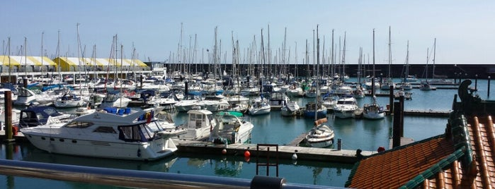 Brighton Marina is one of Orte, die Carl gefallen.