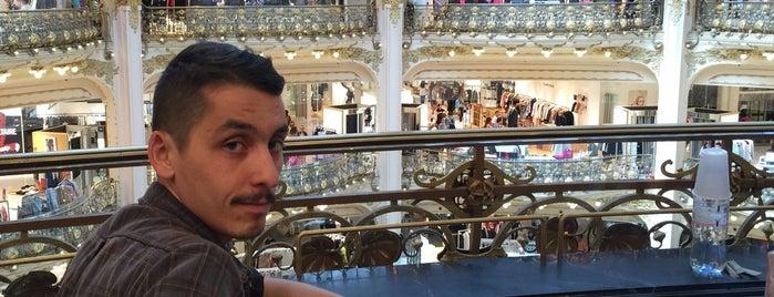 Galeries Lafayette Haussmann is one of Posti che sono piaciuti a Samet.