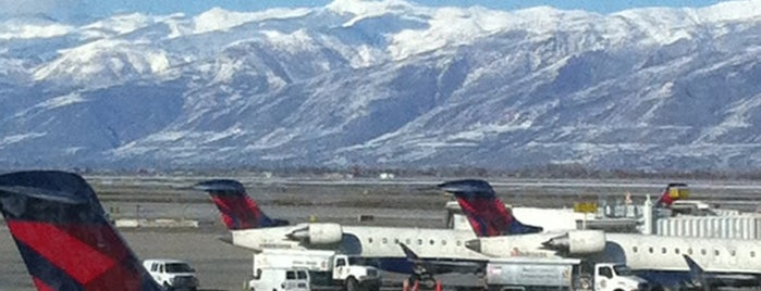 Aeropuerto Internacional de Salt Lake City (SLC) is one of Lugares favoritos de Kyle.
