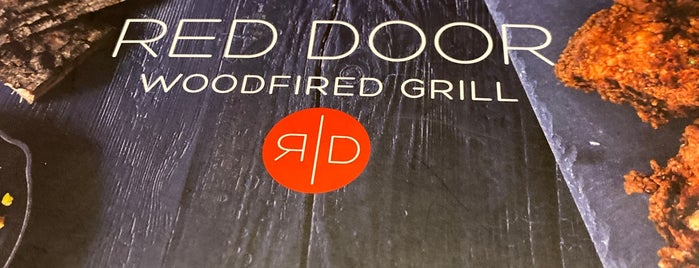 Red Door Woodfired Grill is one of Lieux sauvegardés par Virginia.