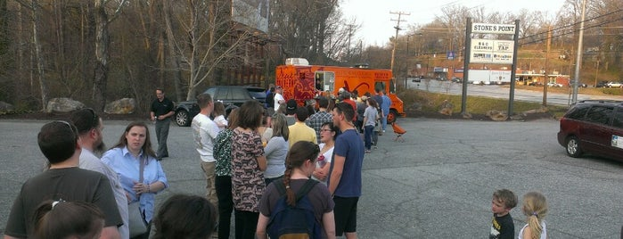 Neue Southern Food Truck is one of สถานที่ที่บันทึกไว้ของ Tricia.