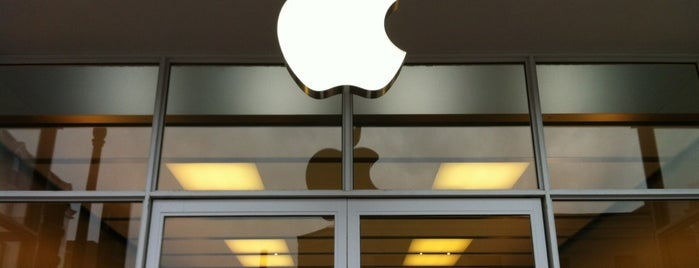 Apple Georgetown is one of Tempat yang Disukai Danyel.