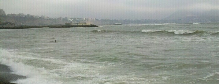 Playa La Pampilla is one of Surf.