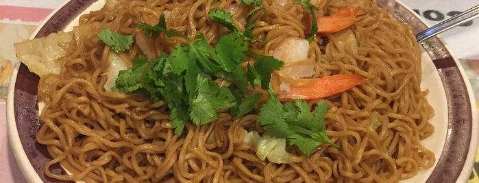 OCHA Classic Thai Food is one of Locais curtidos por Rayshawn.