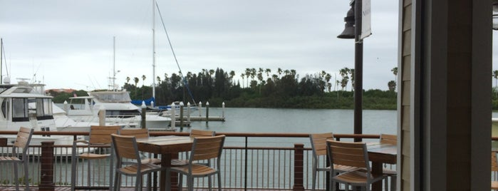 Outriggers Tiki Bar and Grille is one of Heidi 님이 좋아한 장소.
