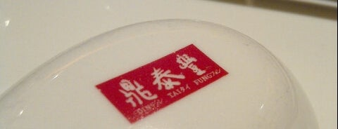Din Tai Fung is one of Locais curtidos por Arie.
