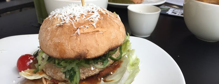 Ellis Gourmet Burger is one of Orte, die Arif gefallen.