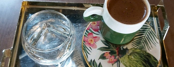 Lou Cafe Bistro is one of Posti salvati di Elif Merve.