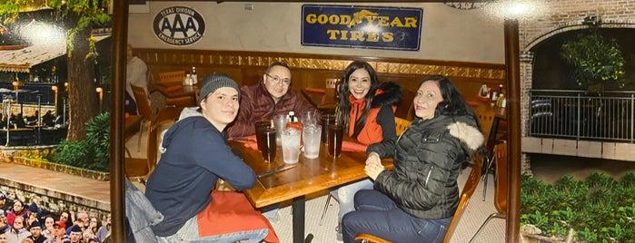 Lone Star San Antonio River Cafe is one of Denisse 님이 좋아한 장소.