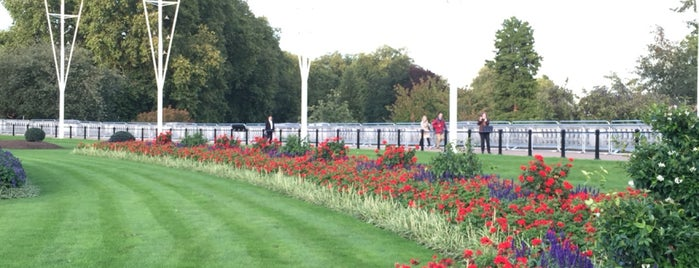 Buckingham Palace is one of Posti che sono piaciuti a R.