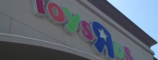 "Toys""R""Us is one of Locais curtidos por Larry."