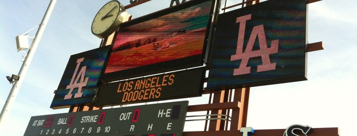 Camelback Ranch - Glendale is one of Michelle 님이 좋아한 장소.