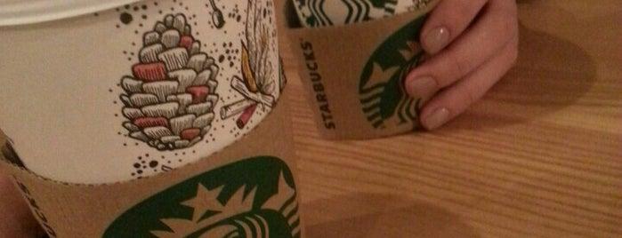 Starbucks is one of Orte, die Elena gefallen.