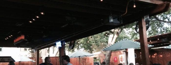 The Ivy Tavern is one of Locais curtidos por Chris.