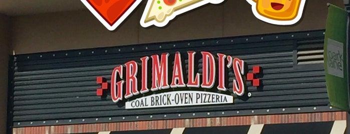 Grimaldi's Pizzeria is one of Chris : понравившиеся места.