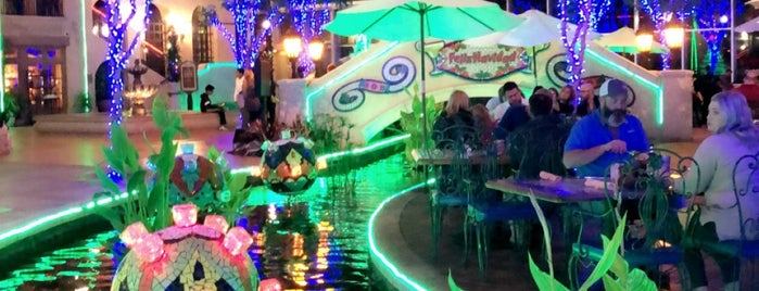 Riverwalk Cantina is one of Locais curtidos por Chris.