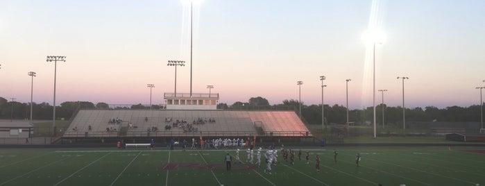 Billy Goodloe Red Oak Highschool Football Stadium is one of Tempat yang Disukai Chris.