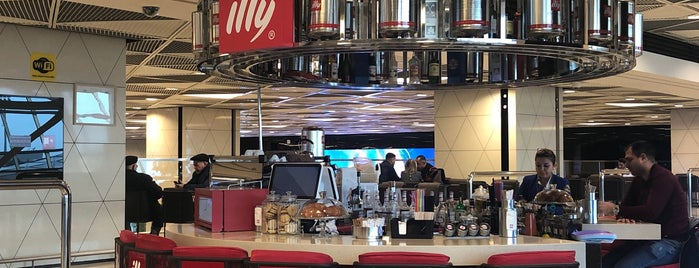 Espressamente by Illy Heydar Aliyev International Airport is one of Lugares favoritos de Gabriel.