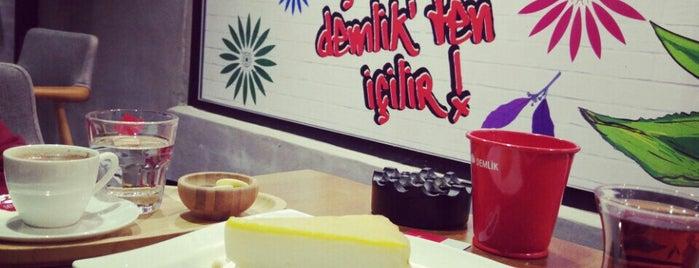 Demlik Cafe is one of Özgür Yaşar'ın Kaydettiği Mekanlar.