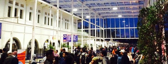 Stasiun Pasar Senen is one of Tempat yang Disukai Ardian.