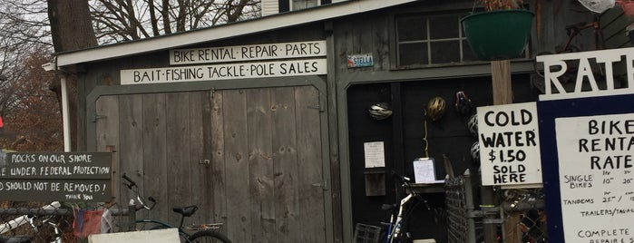 Brad's Recycled Bike Shop is one of Lugares favoritos de Shanna.