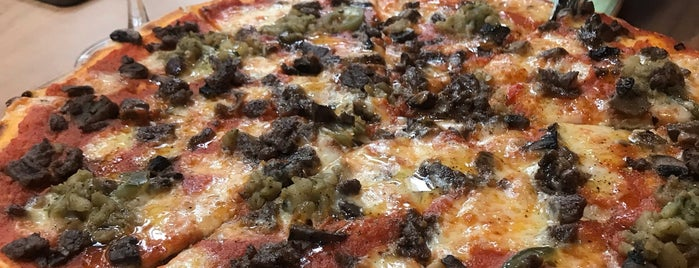 Zucca Pizza is one of Serra'nın Kaydettiği Mekanlar.