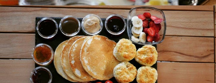 Kavanoz Pancakes & Biscuits is one of Lugares guardados de sadee.