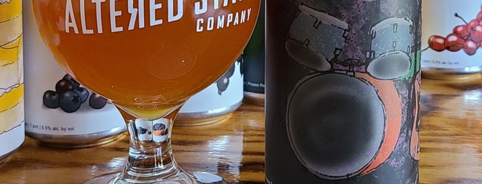 Altered State Brewing Company is one of Tempat yang Disukai Matthew.