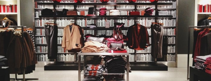 Banana Republic is one of LA Places To Go.