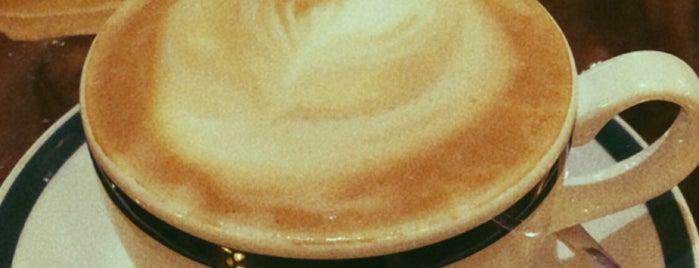 Ralph's Coffee & Bar is one of Locais salvos de Queen.
