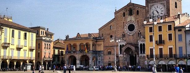 Piazza della Vittoria is one of Free wi-fi venues.