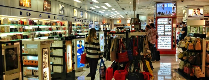Duty Free Americas is one of Lugares favoritos de Fernando.