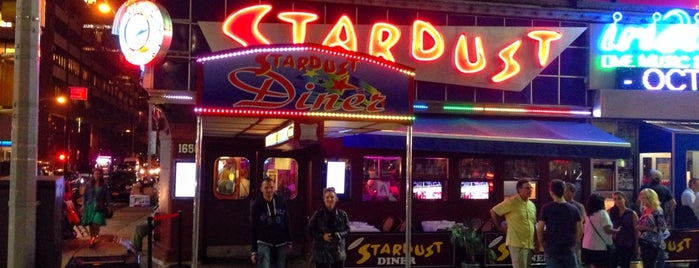 Ellen's Stardust Diner is one of Tempat yang Disukai Mark.