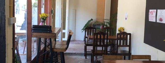 Lemon Thyme Cafe is one of Locais curtidos por Bianca.