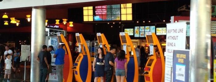 SilverCity Yorkdale Cinemas is one of Lieux qui ont plu à Mayara.