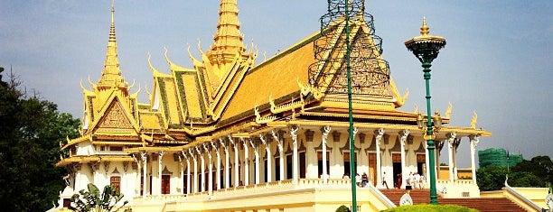 The Royal Palace ព្រះបរមរាជាវាំងនៃរាជាណាចក្រកម្ពុជា is one of Cambodia.