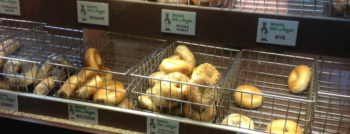 Newark Deli & Bagels is one of Lieux sauvegardés par Sylvia.
