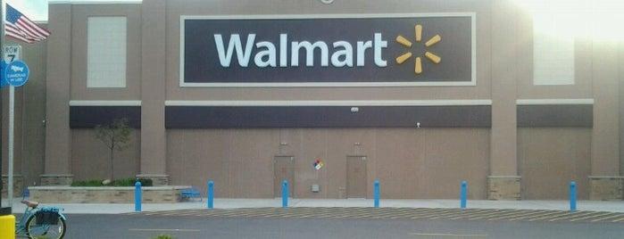 Walmart is one of Tempat yang Disukai Brandon.