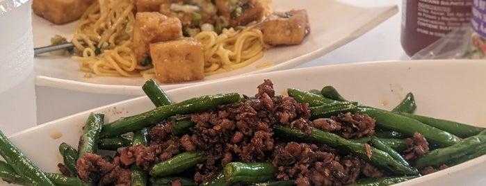 Joy Yee's Noodles is one of Lugares guardados de Teresa.