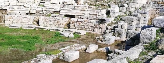 Teos Antik Şehri Tiyatro is one of Orte, die Emre gefallen.