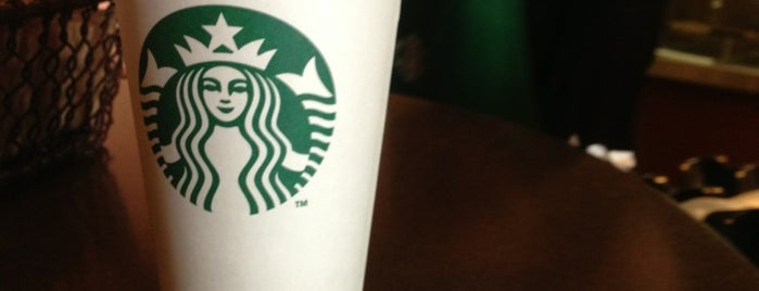 Starbucks is one of Carolynさんのお気に入りスポット.