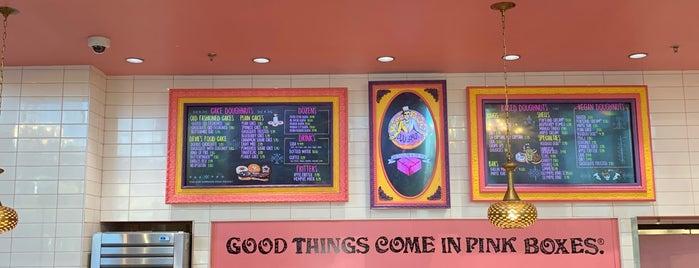 Voodoo Doughnut Universal CityWalk Orlando is one of Lugares favoritos de Priscila.